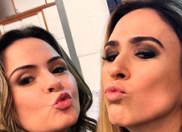 Ana Paula Renault e Tatá Werneck nos bastidores de Haja Coração (Foto: Reprodução/Instagram)