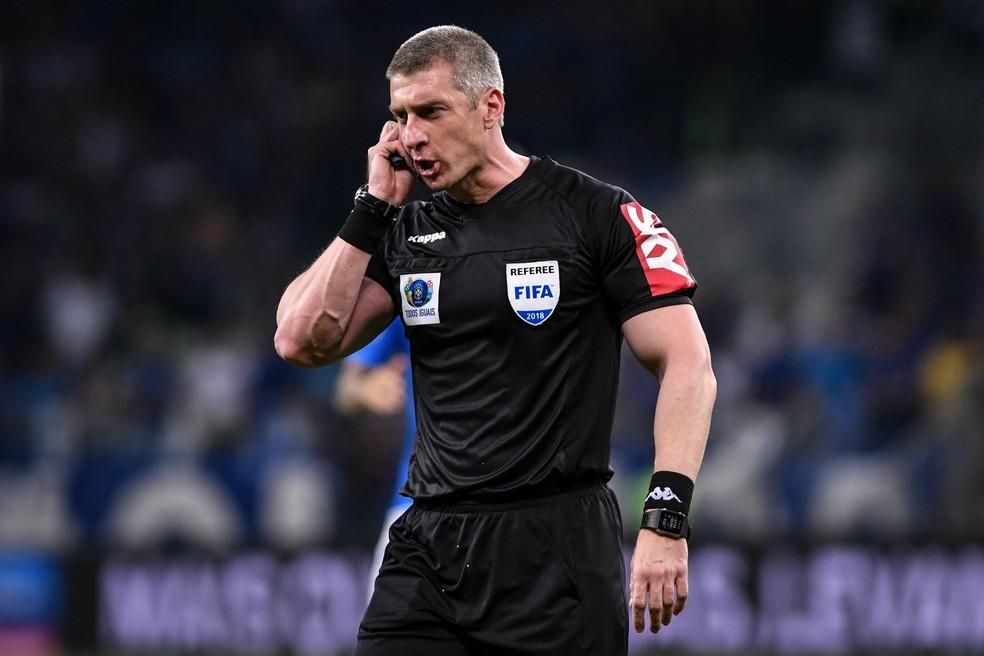 Anderson Daronco é um dos árbitros parados no momento de crise do futebol brasileiro — Foto: Agência i7 / Mineirão
