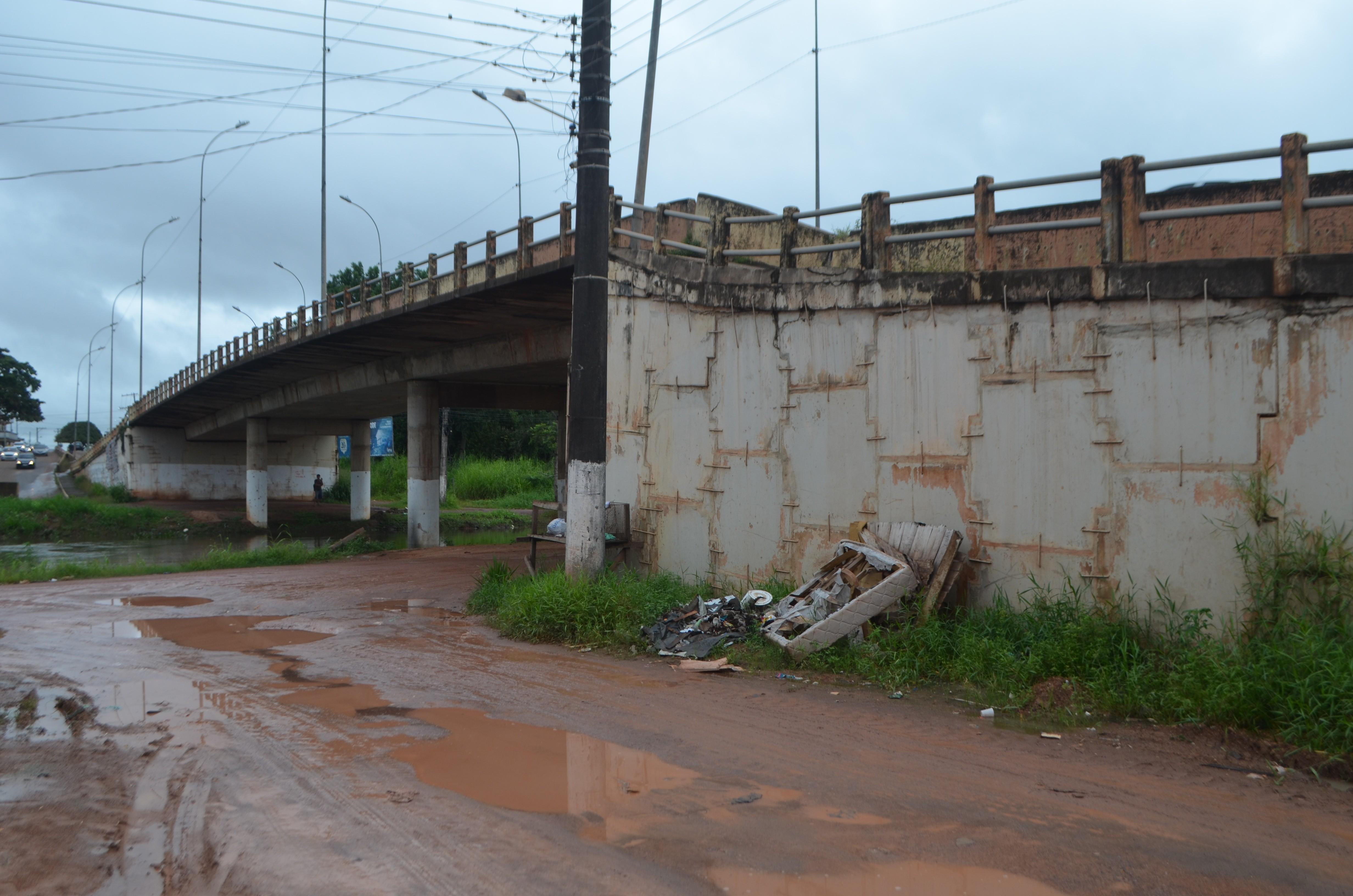Com grampos há 4 anos, Ponte Sérgio Arruda segue com riscos devido infiltrações e rachaduras