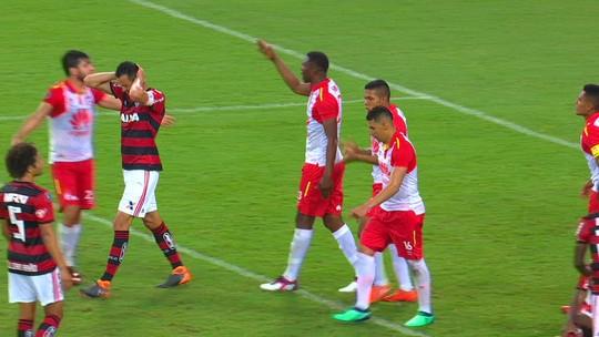 Apatia dentro e fora de campo: ''novo'' Flamengo é reprovado em 1º grande teste