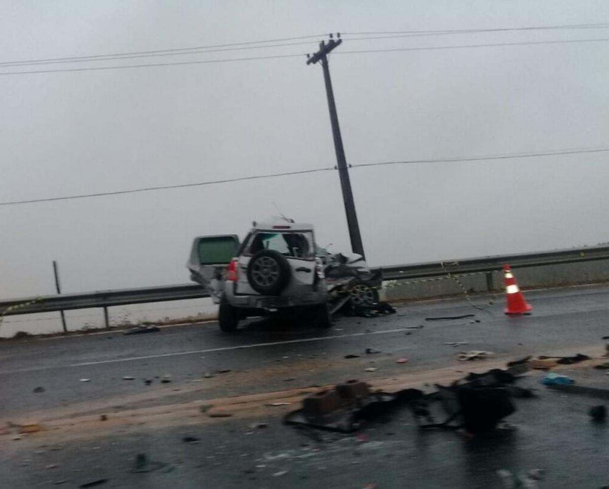 Mulher morre e outras quatro pessoas ficam feridas em acidente na BR-101, em Campos, RJ