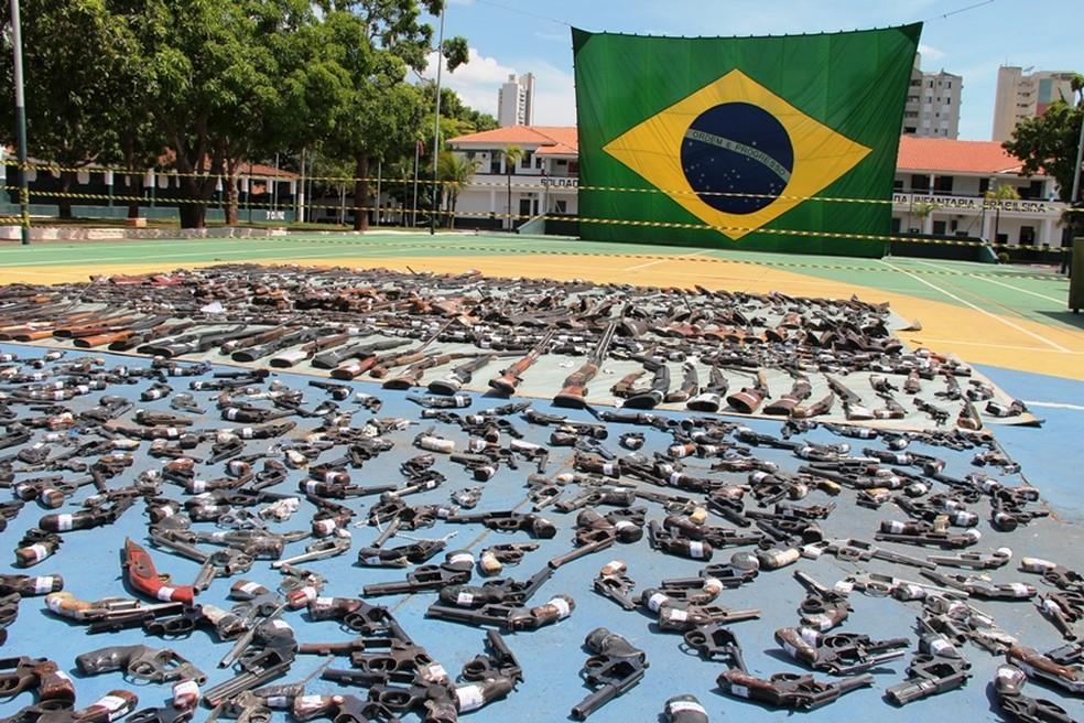Armas e munições apreendidas em Mato Grosso e destruídas pelo Exército (Foto: Otmar de Oliveira (F5))