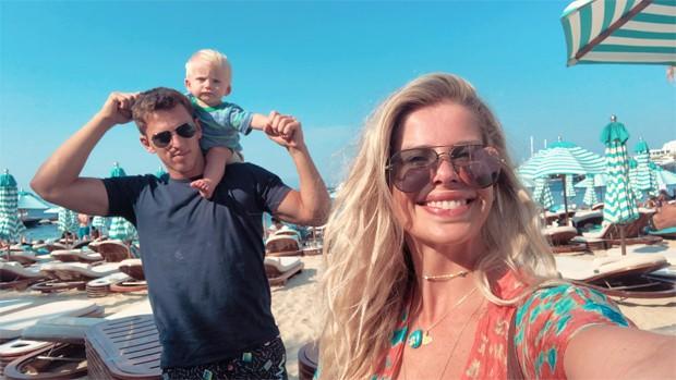 Amaury Nunes e Karina Bacchi com Enrico (Foto: Reprodução/Instagram)
