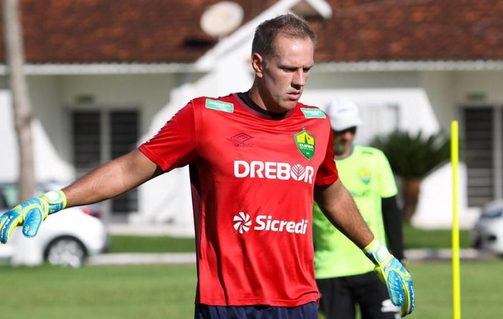 João Carlos, goleiro do Cuiabá durante o treino — Foto: AssCom Dourado