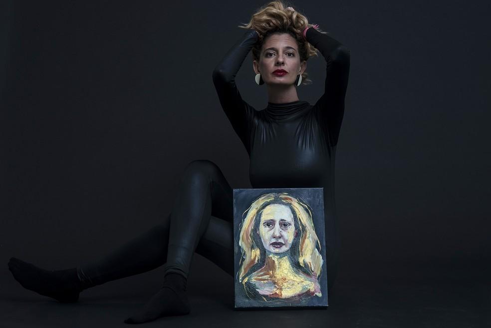 Letícia Novaes apresenta 13 inéditas músicas autorais em conceitual álbum solo sobre lágrimas e suores — Foto: Ana Alexandrino / Divulgação