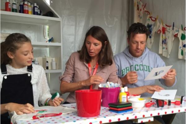 O apresentador Jamie Oliver com a esposa e a filha mais velha (Foto: Instagram)