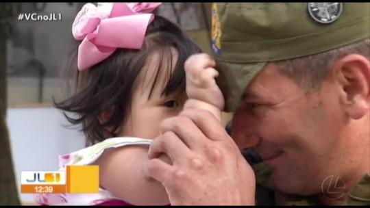 Policiais militares que salvaram bebê em Belém recebem condecoração