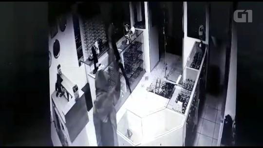 Quadrilha de ladrões arromba e furta joalheria em Missal; VÍDEO