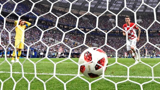 Manduzkic marca e Lloris se desespera com falha em gol