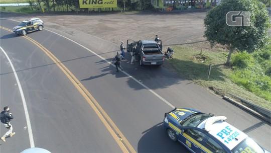 PRF persegue caminhonete que furou bloqueio na ponte Ayrton Senna e detém 2 homens armados