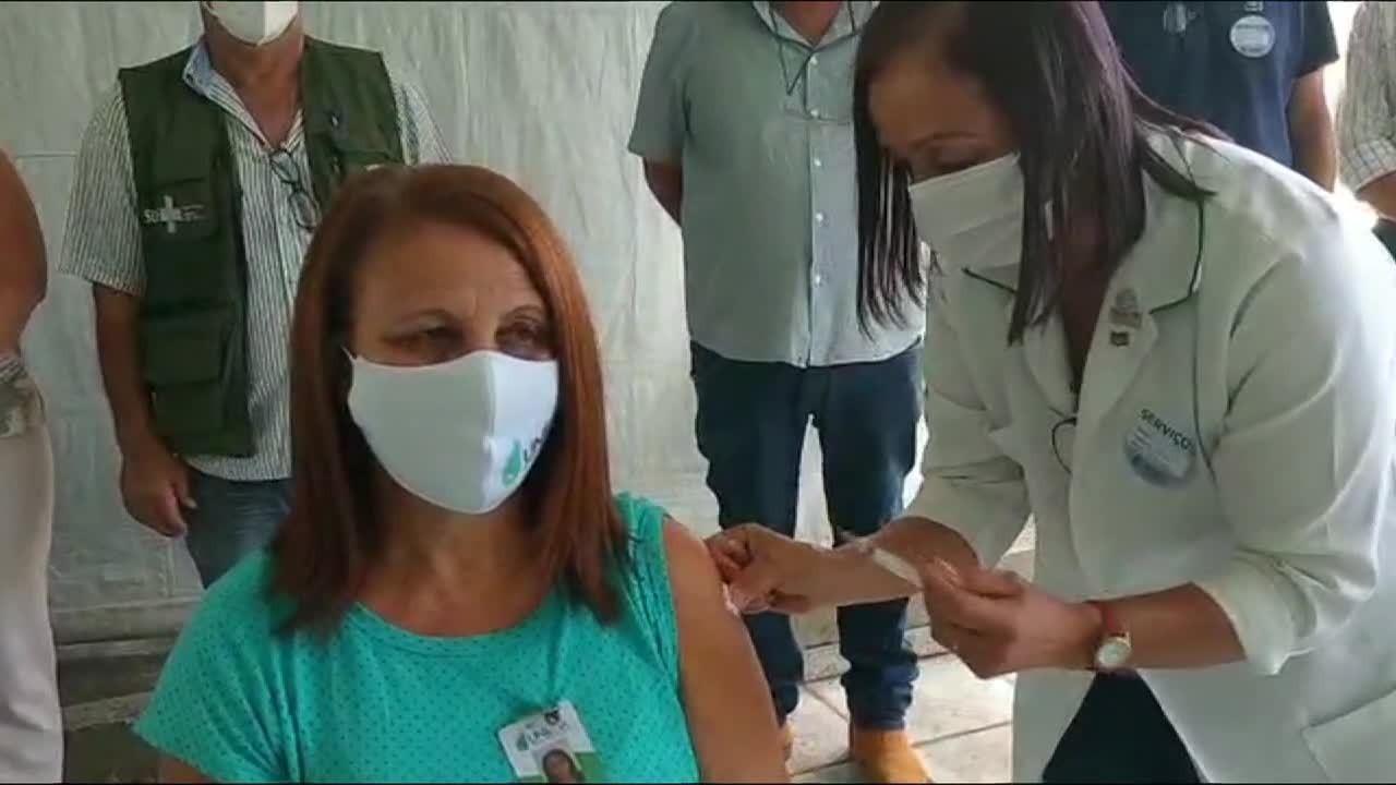 Cidades da região iniciam aplicação da vacina CoronaVac
