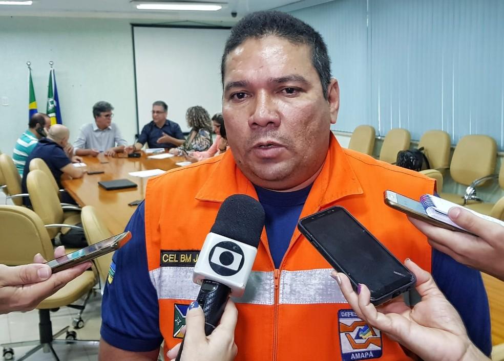 Comandante do CBM do Amapá, Janary Picanço, em entrevista coletiva — Foto: Jorge Júnior/Rede Amazônica