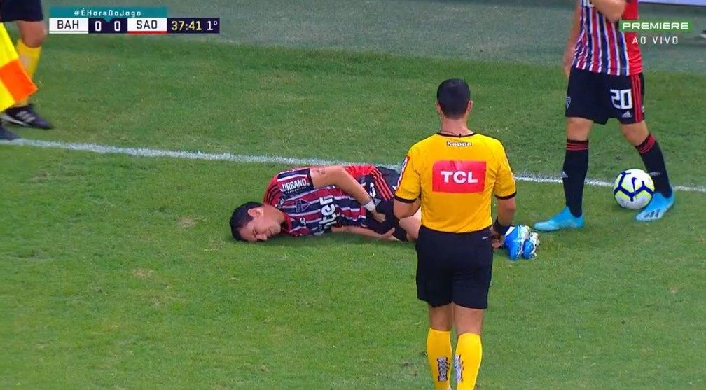 Pablo sente dores na perna e é substiuído — Foto: Reprodução