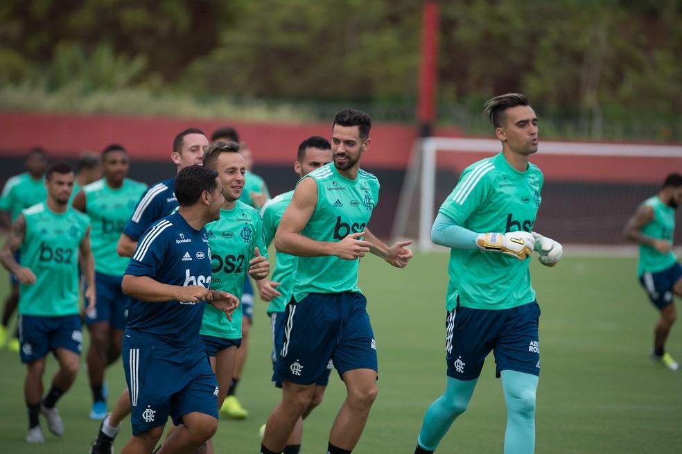 Pablo Marí treinou com o Flamengo nesta terça-feira, mas arruma as malas para a Inglaterra — Foto: Alexandre Vidal / Flamengo