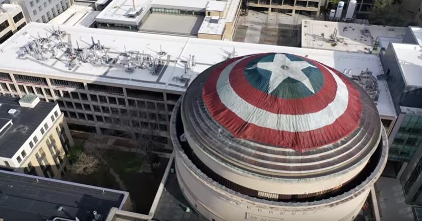 Cúpula do MIT com escudo do Capitão América (Foto: Divulgação)