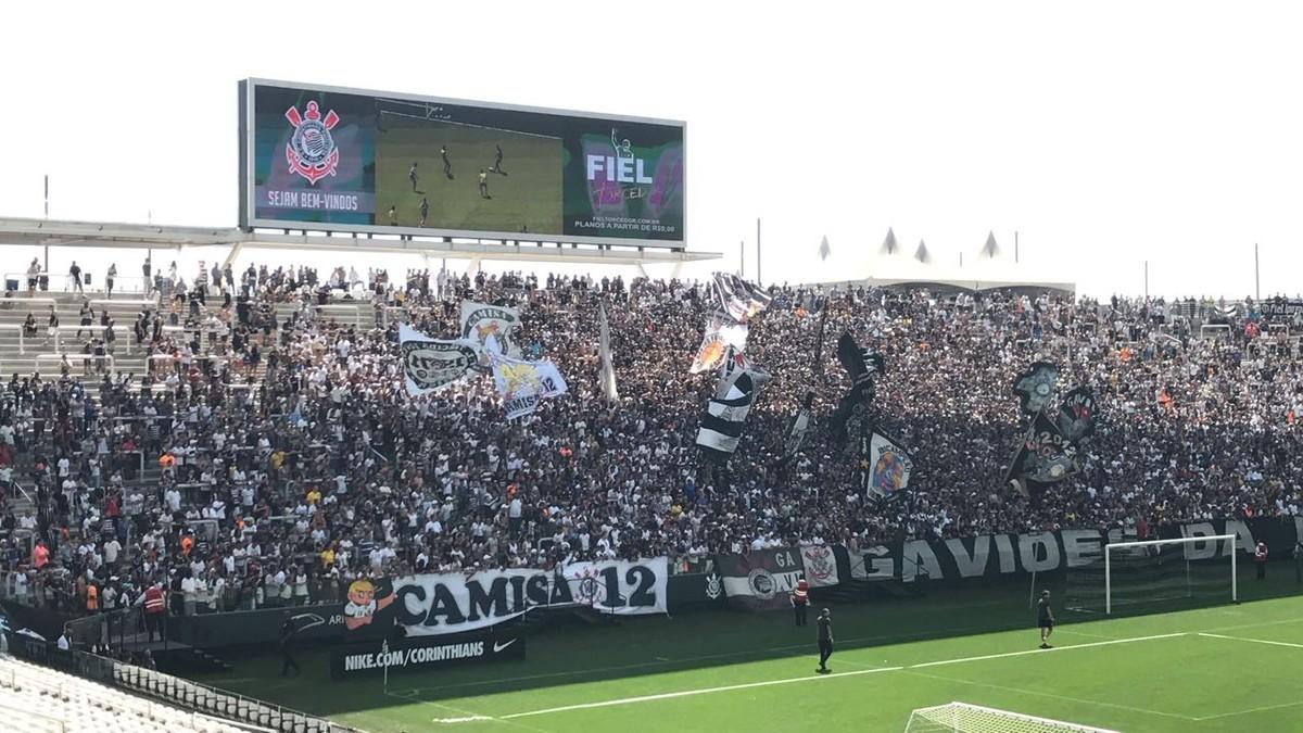 d45f0bca34 Corinthians encerra preparação para o clássico com apoio da torcida na  Arena
