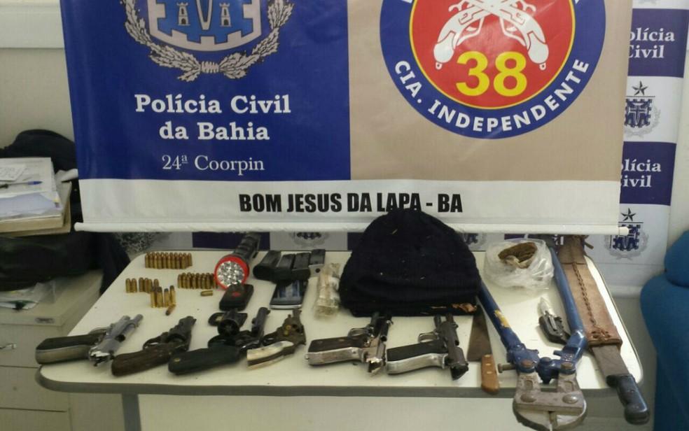 Material apreendido pela polícia no imóvel onde o confronto ocorreu (Foto: Divulgação/Polícia Civil)