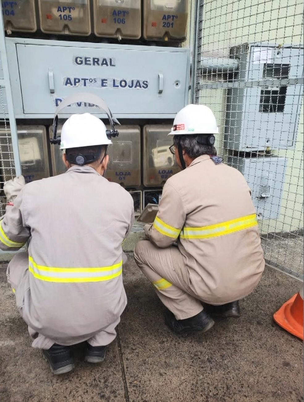 Técnico da EDP flagra furto de energia em supermercado de Vila Velha  — Foto: Divulgação/ EDP