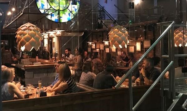 O brewpub da Cathedral, melhor cervejaria de 2018, fica em Maringá (PR)
