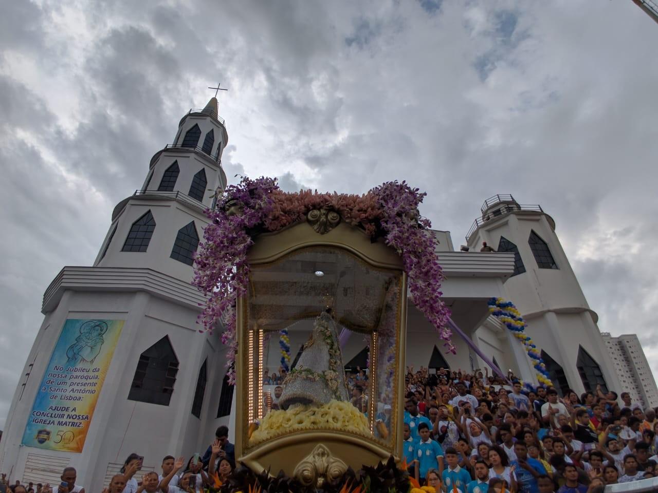 Milhares de devotos percorrem as ruas de Belém na Romaria da Juventude  - Notícias - Plantão Diário