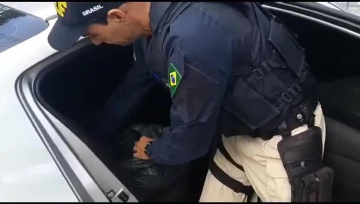 PRF apreende 21,5 Kg de maconha na BR-101 em Guarapari, no ES – G1