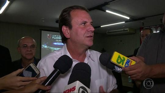 Paes diz que pretende firmar parcerias com os clubes do Rio em projetos para jovens de baixa renda