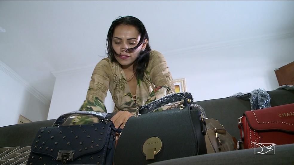 Microempresária Antônia Lisboa busca negociar para não perder a clientela na venda dos produtos — Foto: Reprodução/TV Mirante