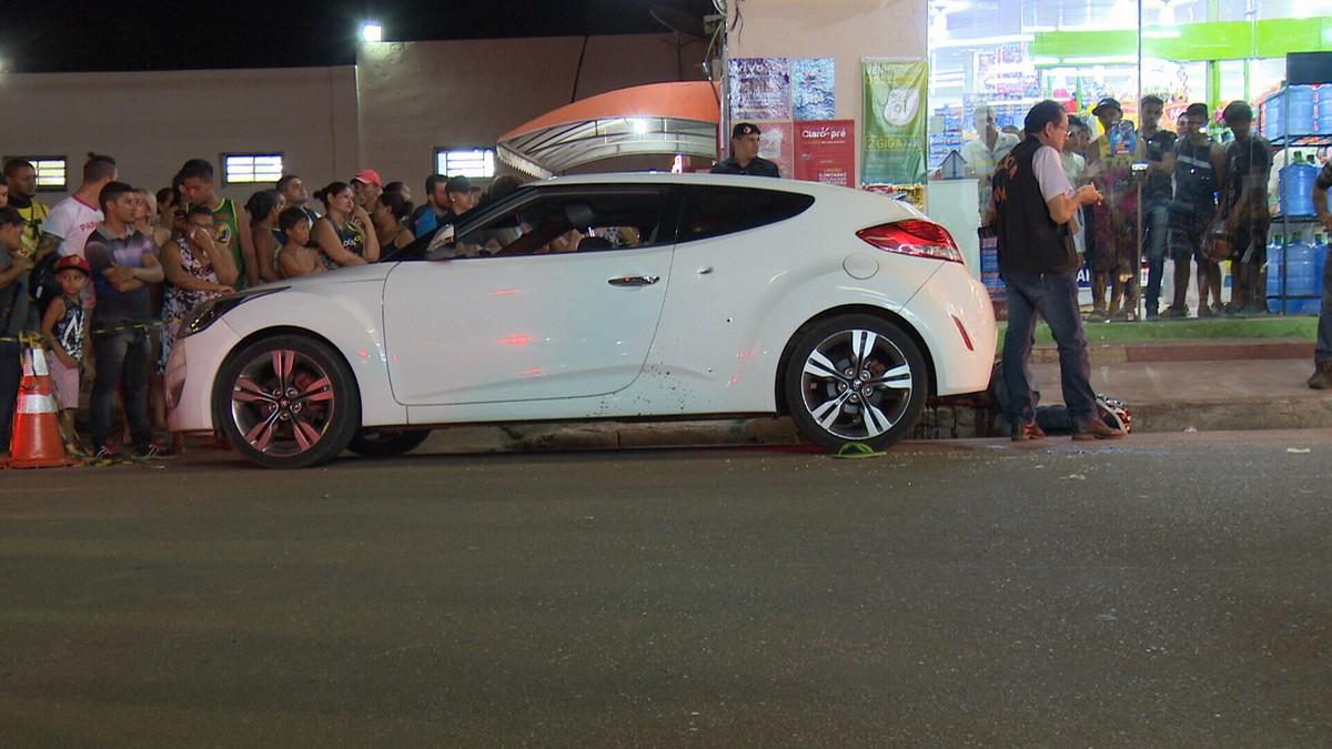 Ladrões tentam roubar carro e são mortos a tiros por policial à paisana, em RO
