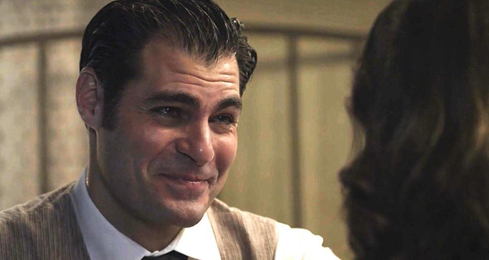 Darcy fica em êxtase com o pedido de casamento de Elisabeta (Foto: TV Globo)
