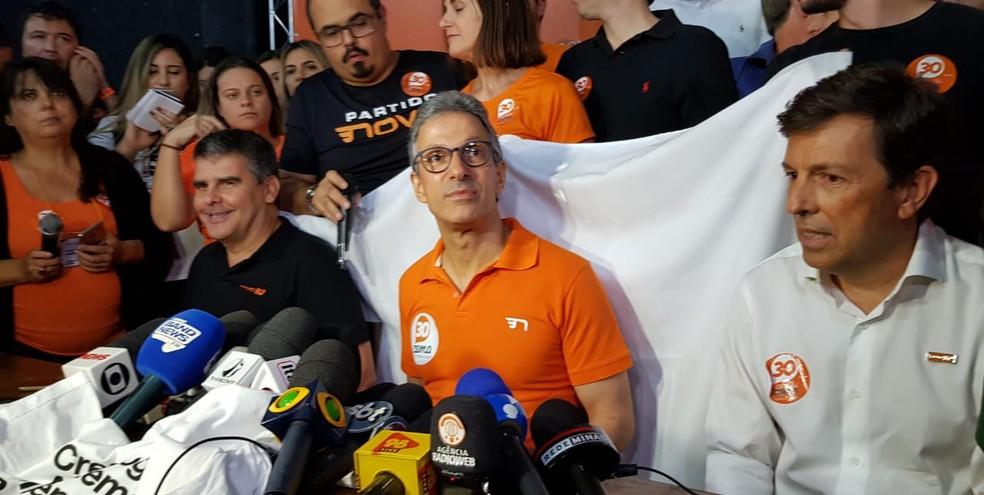 Romeu Zema estava acompanhado de João Amoêdo em comemoração após vitória em MG — Foto: Raquel Freitas/G1