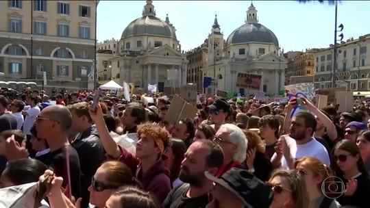 Em Londres, mais de mil são presos em atos que pediam medidas contra mudanças climáticas