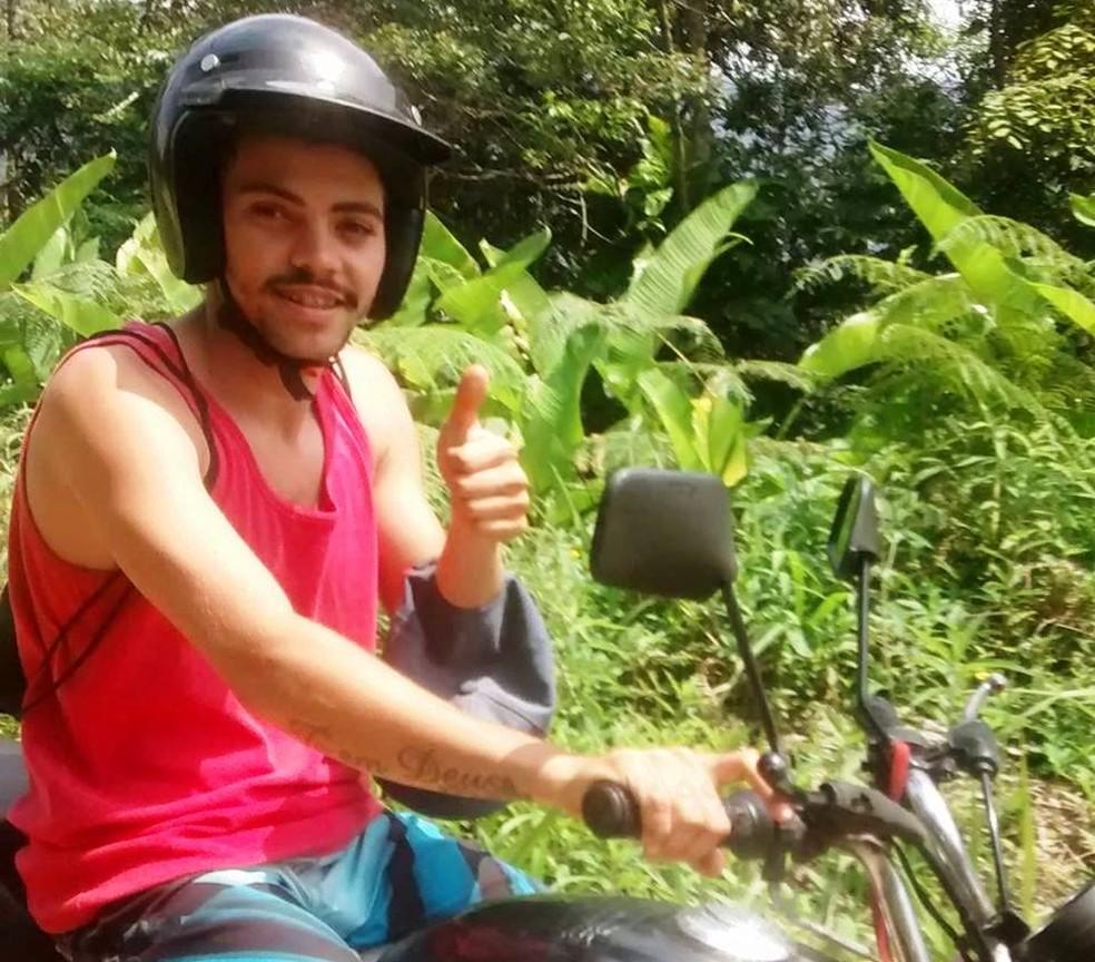 Pedro fugiu em uma moto preta após cometer o crime em Mongaguá, SP (Foto: Arquivo Pessoal)