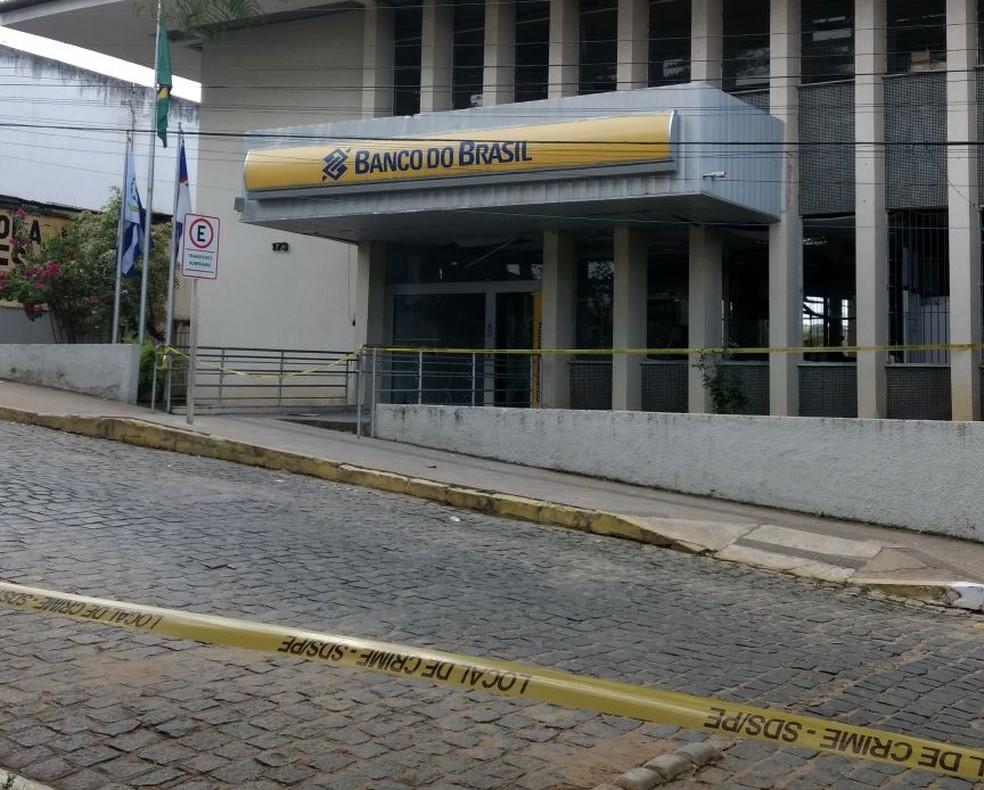Uma das explosões ocorreu no Banco do Brasil (Foto: Amanda Dantas/TV Asa Branca)
