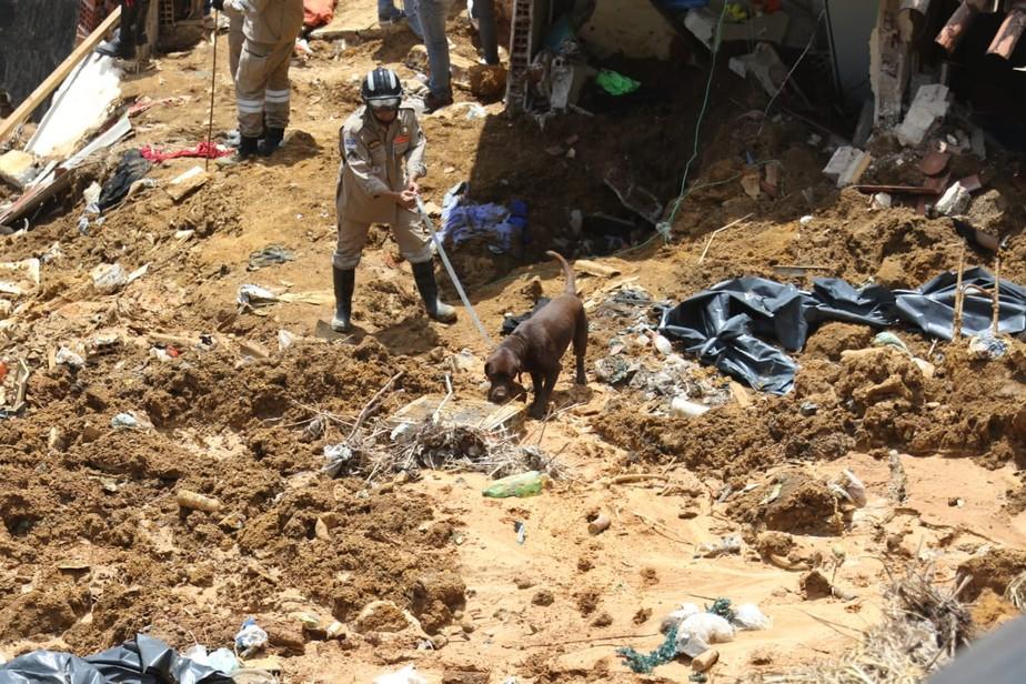 Investigação analisa se vazamento causou deslizamento de barreira que matou sete e feriu três