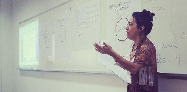 Professora Leidinalva Miranda em sala de aula