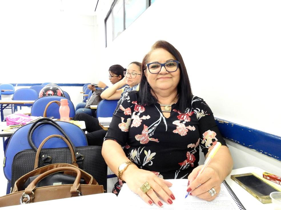 Maria Heleneide Moraes tem 60 anos, é funcionária pública aposentada e está cursando Direito — Foto: Divulgação