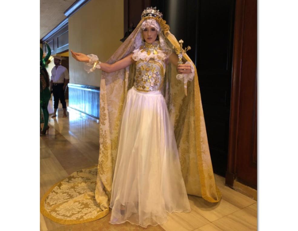 Paraibana usou traje típico representativo de Nossa Senhora das Dores, considerada padroeira em cidades do Brasil — Foto: Denise Vitória/Arquivo Pessoal