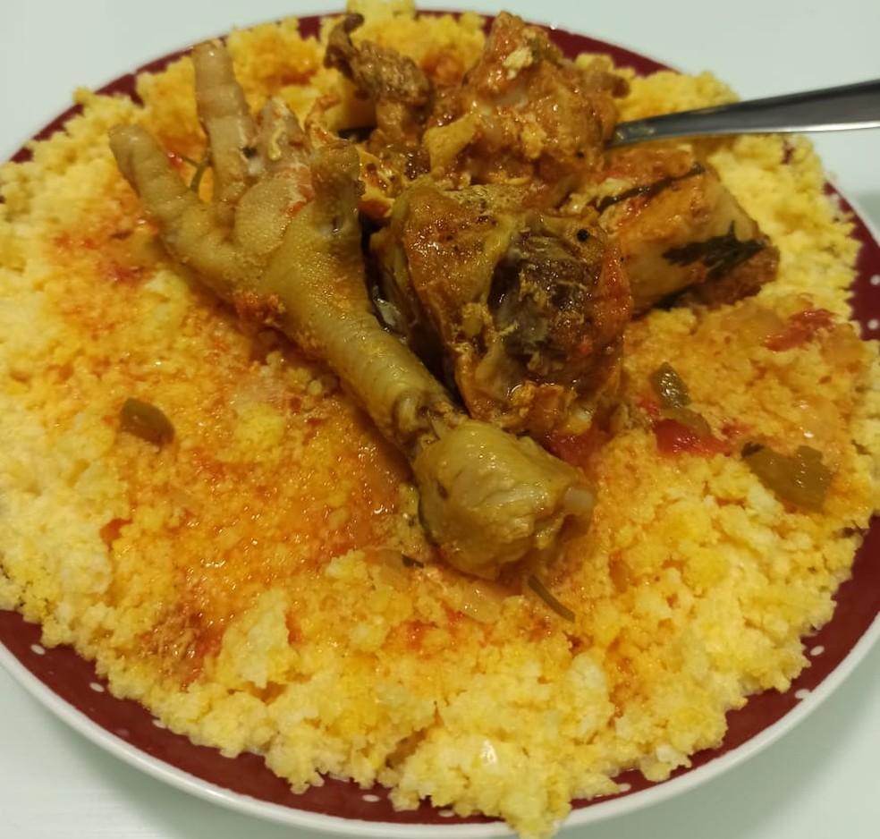 Cuscuz com pé de galinha: come-se com o que tem à disposição — Foto: Mario Aguiar/TV Cabo Branco
