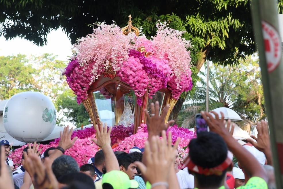 Devotos seguem a Berlinda com a Imagem da Virgem de Nazaré. (Foto: Divulgação / Agência Eko)