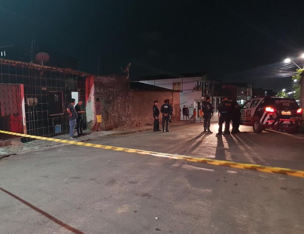 Jovem estava na sala de casa, no Bom Jardim, quando foi atingido pelos disparos. — Foto: Rafaela Duarte/ SVM