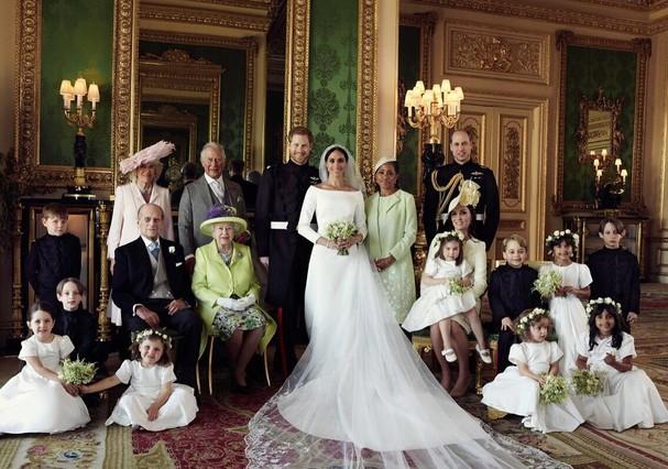 Meghan e Harry em clique da família real reunida (Foto: Divulgação)