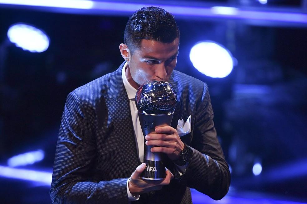 Cristiano Ronaldo, o melhor do mundo, estará em campo hoje (Foto: AFP Photo)