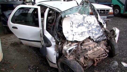 Acidente entre carro e caminhão deixa oito mortos e um ferido na Bahia