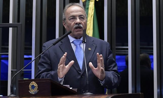 O senador Chico Rodrigues na tribuna