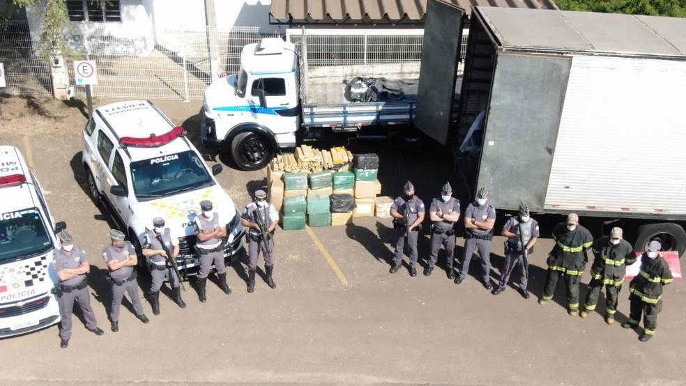 Operação da Polícia Rodoviária, Polícia Militar e Corpo de Bombeiro apreendeu drogas em rodovia entre Boituva e Laranjal Paulista (SP) — Foto: Polícia Rodoviária/Divulgação