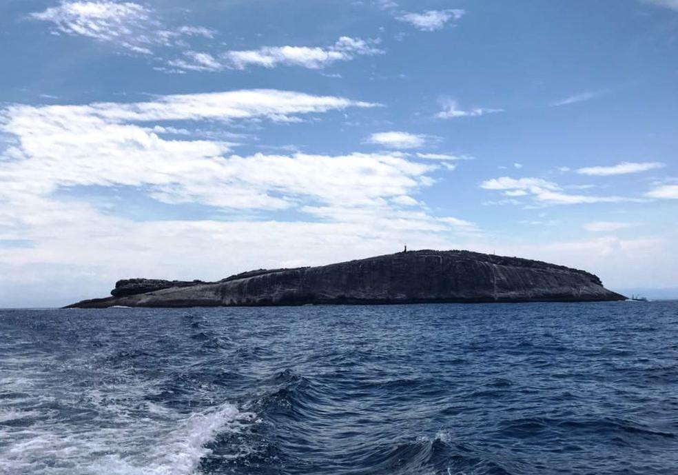 Laje de Santos localiza-se a aproximadamente 42  km da costa de SP (Foto: José Claudio Pimentel/G1)