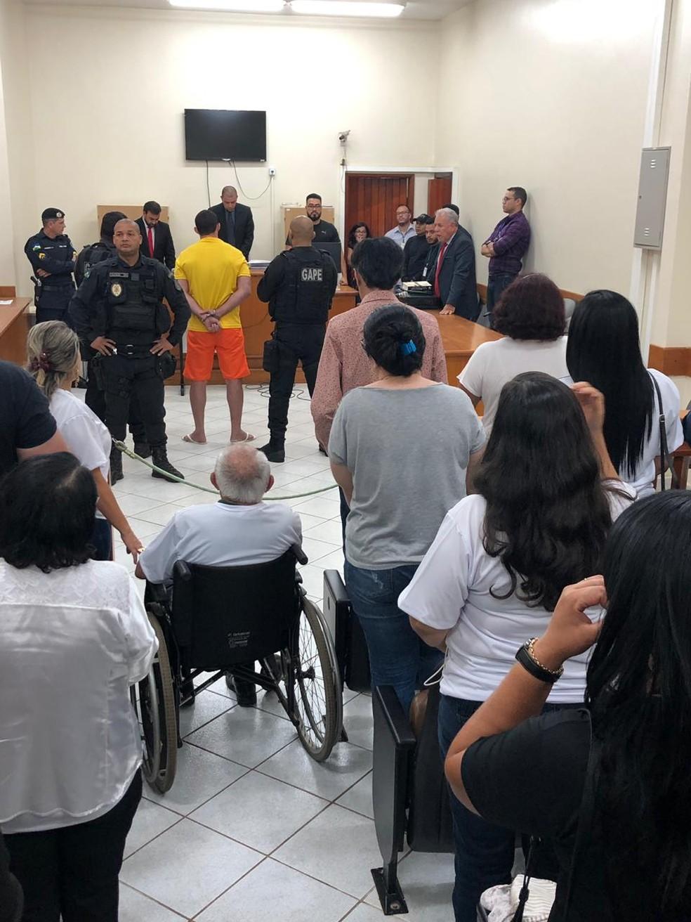 Público acompanha leitura da sentença de Ueliton Aparecido.  — Foto: TJ-RO/Divulgação