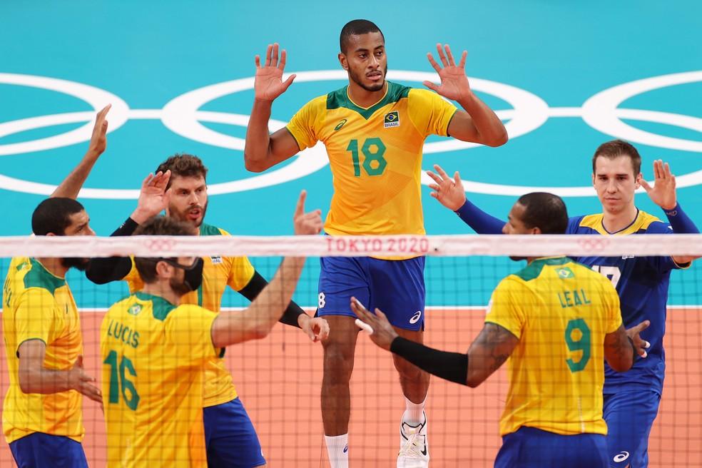 Brasil em quadra contra os EUA — Foto: Toru Hanai/Getty Images