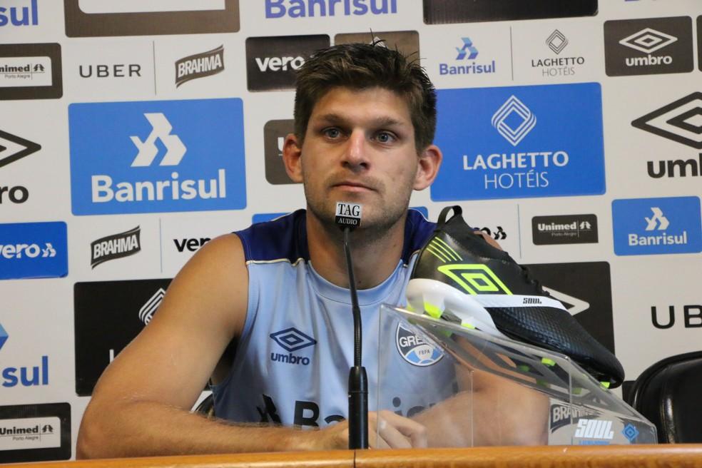 Kannemann fala sobre estreia na Libertadores — Foto: Matheus Beck