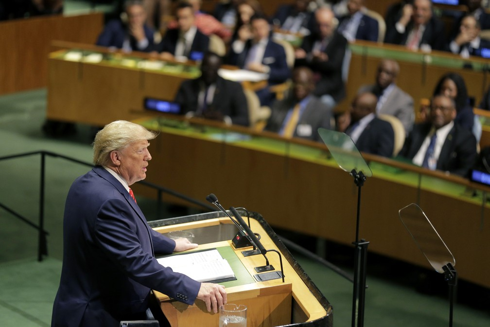 O presidente americano, Donald Trump, discursa no debate da Assembleia Geral da ONU, nesta terça (24). — Foto: Seth Wenig/AP
